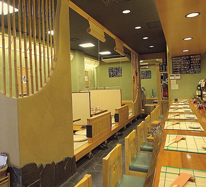 鮮魚菜單也豐富多樣,帶脂身的新鮮馬鮫魚松前壽司非常受歡迎。