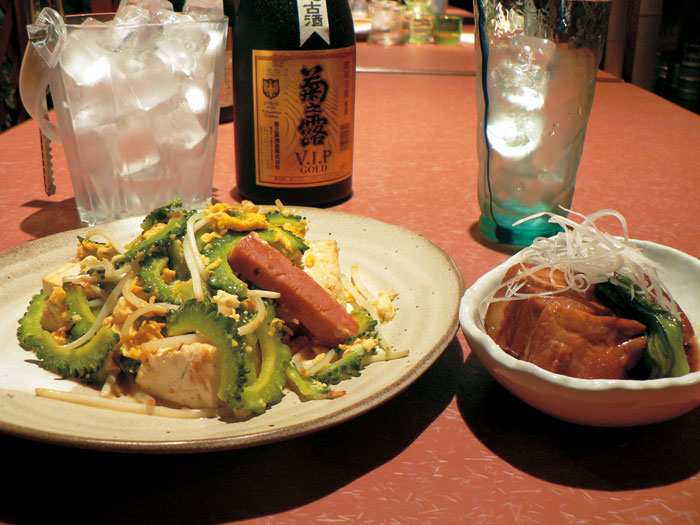 The dishes such as an Okinawan standard dish and a creative original dish are also enjoyable.