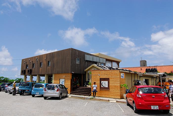 商店於青之洞窟附近,且設有完善的淋浴間・更衣室・以及停車場設施