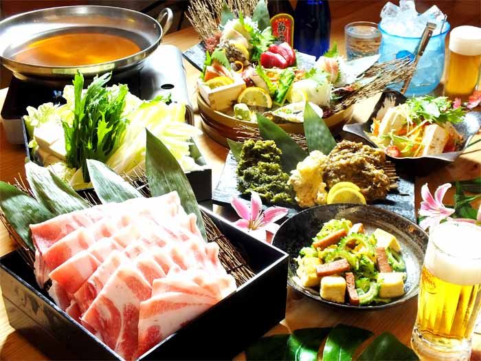 We serve an extensive menue of Okinawan cuisine such as from Agu pork and Wagyu beef dishes to seafood dishes.