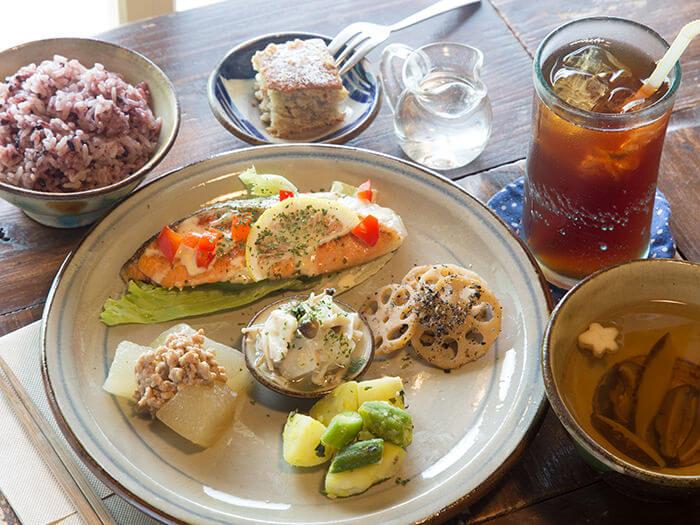 今日的箱庭套餐900日圓,有各式各樣的配菜,吃起來樂趣無窮