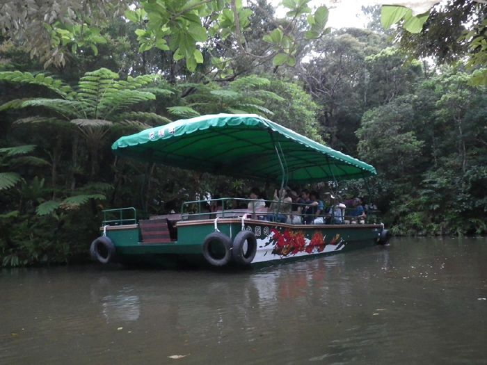 The boat ride is a subtropical jungle cruise( 25 minutes )