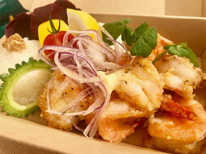 調理手法與香料為店家獨創。蒜味鮮蝦的口味有原味、辣味、奶油檸檬、綜合等4種,與大蒜風味相當對味!