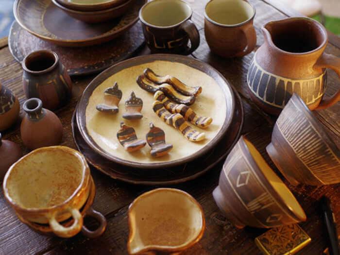 散發著異國風情,惹人憐愛的陶器