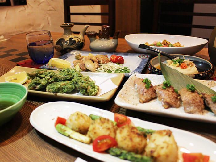 都是活用沖繩縣產食材、適合下酒的菜色