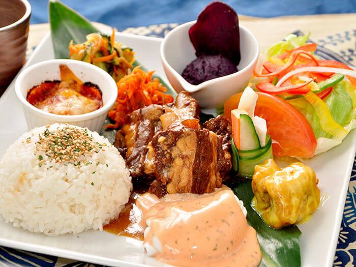 沖繩料理拼盤  紅酒燉排骨 ¥1600