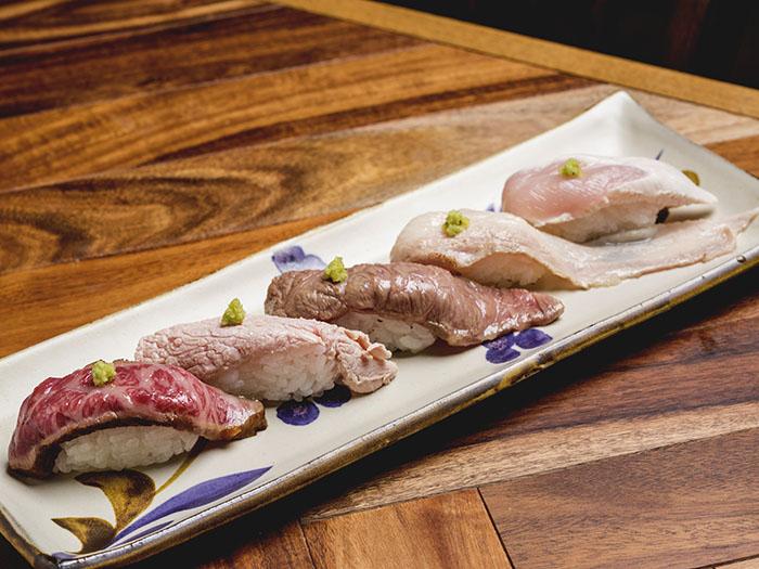 和牛握壽司・炙燒Agu肥豬肉等等的肉壽司拼盤
