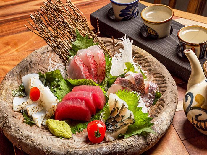 新鮮魚貨的生魚片套餐