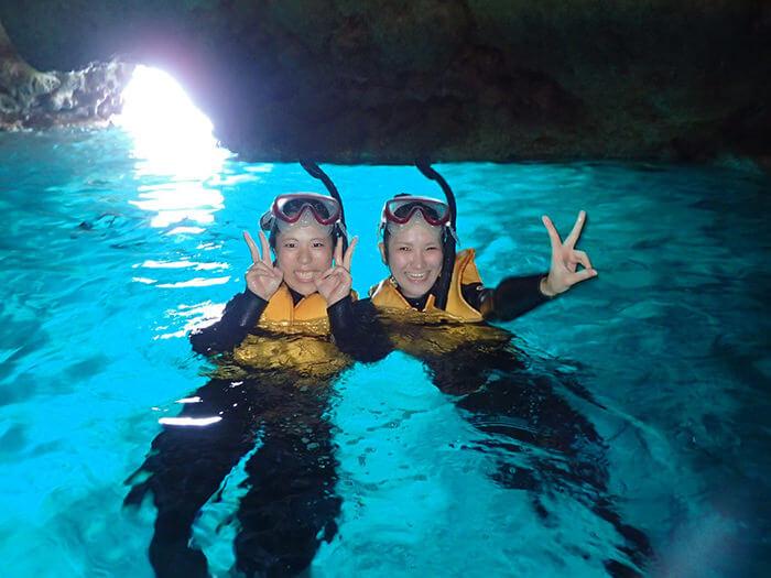 透明度極高的青之洞窟。