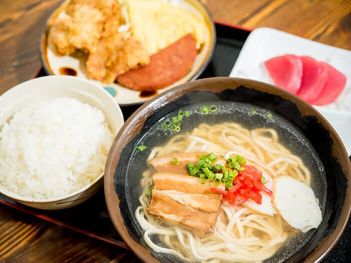 店家人氣No.1「沖繩麵定食」