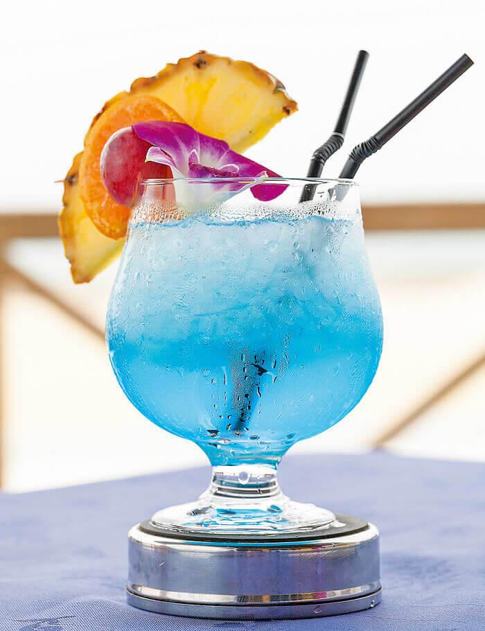 包含熱帶水果雞尾酒在內共77種酒品,充實齊全