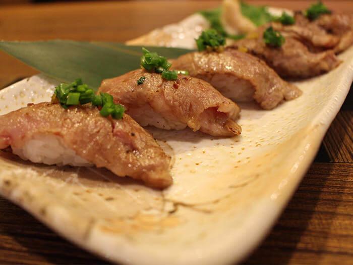最推薦的菜色是「炙烤石垣牛壽司(6貫、付海藻湯)」