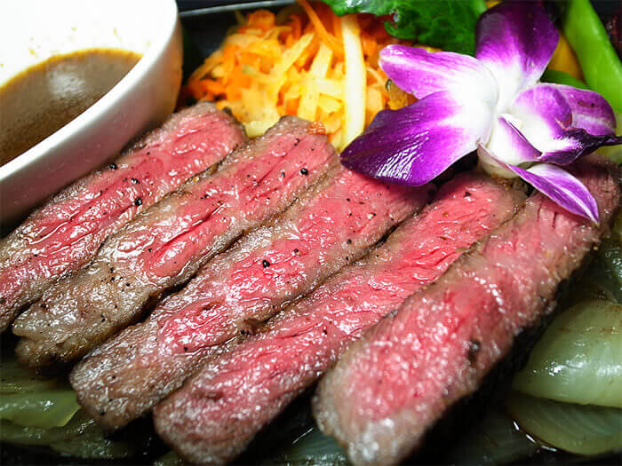Grilled A4 class Okinawan black beef chuck eye steak. Enjoy with our original herb vegetable sauce.