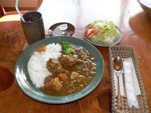 長時間燉煮的蔬菜咖哩有3種辣味供您選擇。