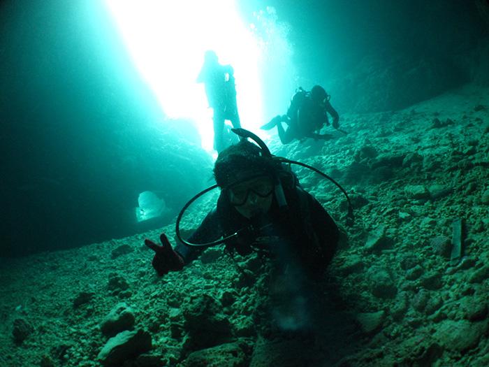 本店最愛歡迎的項目,夢幻的青之洞窟潛水體驗,樂趣多多。10歲以上(含10歲)即可參加。