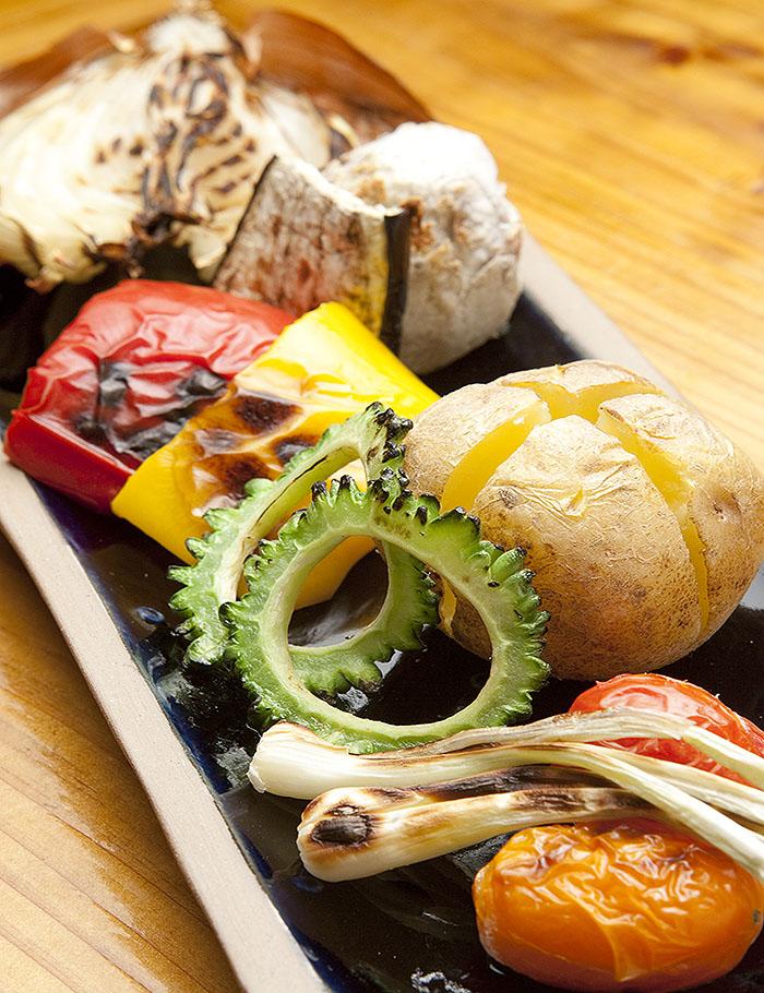 炭烤剛採好的島蔬菜