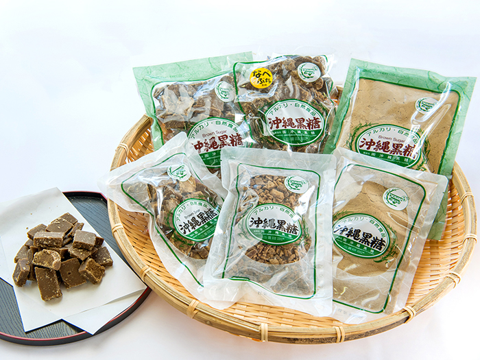 We offer brown sugar 「Nabebuchi」 which has a rich flavor and different types of brown sugar