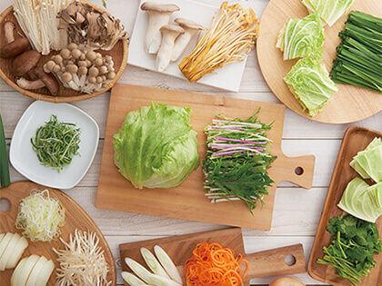 使用涮涮鍋的方式品嚐新鮮的國產蔬菜美味