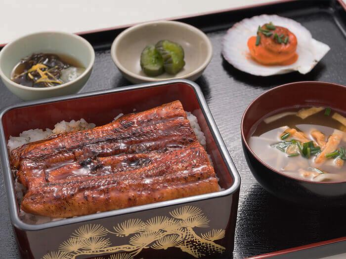 """放入重箱予以提供的日餐""""鰻魚蒲燒蓋飯"""""""