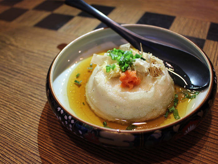 口感彈嫩的油炸沖繩花生豆腐