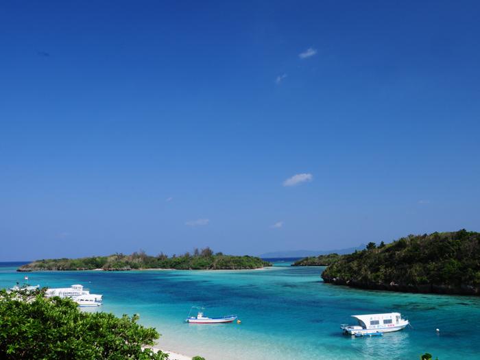 被選為日本百景之一的川平灣。隨著藍色大海的層次變化帶給您的感動