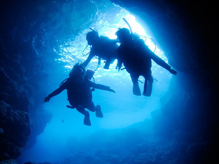 歡迎前往具有神祕感的青之洞窟一探究竟