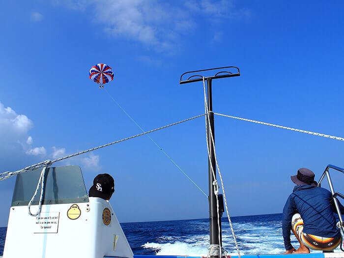 【進階】試膽行程 150m 拖曳傘老手和追求刺激的玩家千萬別錯過的行程。海面的船隻看起來只有米粒大小!