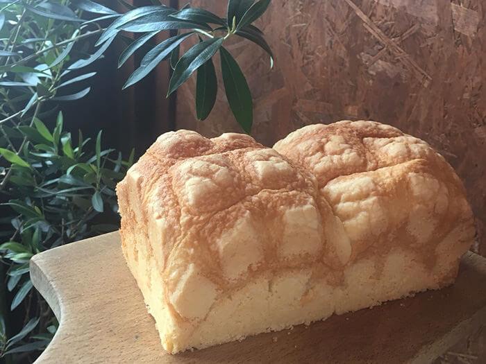 一天限量12條的吐司型菠蘿麵包。建議事先電話訂購