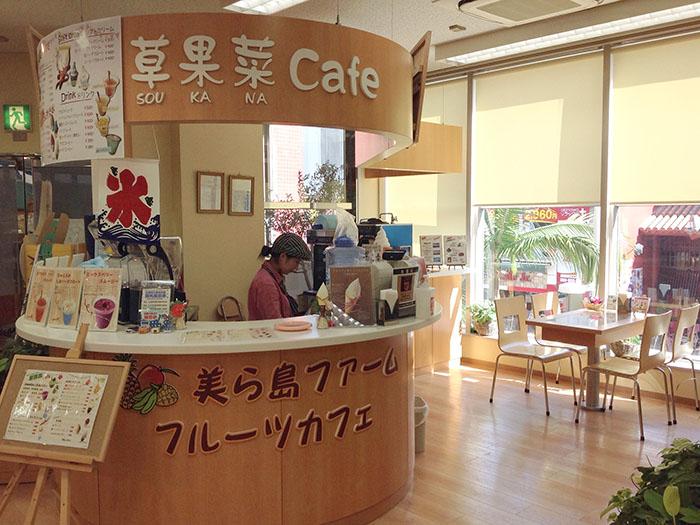 在店內咖啡廳,可以享喝使用沖繩當地的食材所製造出的奶昔。