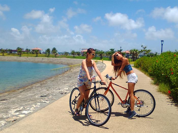 海邊騎自行車,很舒服。我們也有安排腳踏車的行程