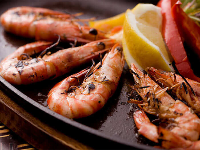 A simple,hot plate grill of prawns from Kumejima,flavored with garlic oil. The shell can also be enjoyed.
