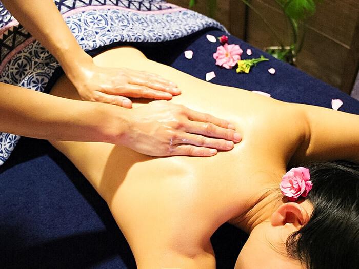 最受歡迎的療程是香氛精油舒壓保養,可以任選喜愛的香味接受按摩