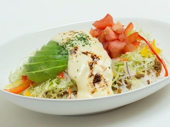 女性に人気の「たっぷり野菜のラクレットタコライス」750円
