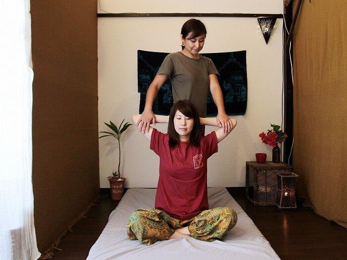 透過伸展和指壓來放鬆筋肉的泰國古式按摩
