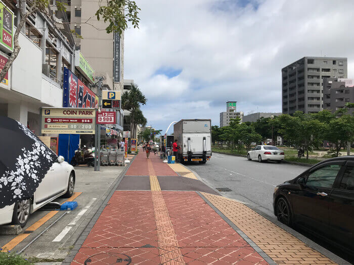 訪問方法1: 背對著Omoromachi站站著。直奔並經過DAIKOKU DRUG。