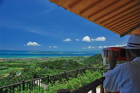站在島上中心制高點,鳥瞰整個石垣市的風景及遠眺八重山諸島。