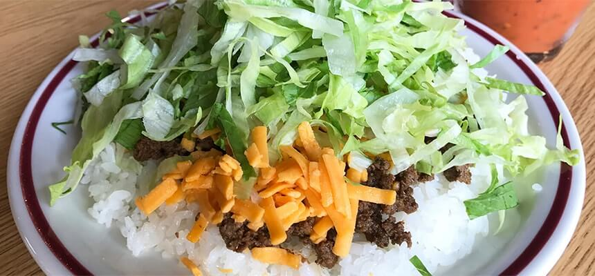 Taco rice is one of Okinawa's signature dishes! Check out our list of ten popular taco rice restaurants.