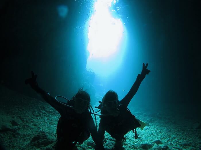 一起享受青之洞窟的潛水