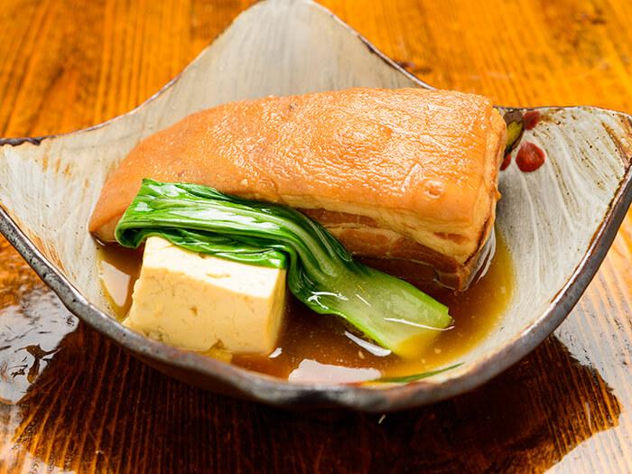 本店的沖繩東坡肉足足有200克,分量十足。