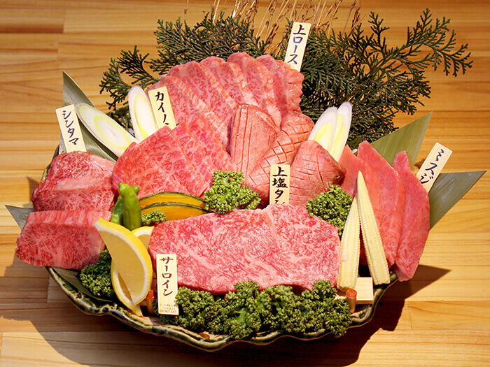 Taste more than 20 kinds of kuroge wagyu  beef dishes from different parts of Japan. This will change your perspective of all-you-can-eat restaurants!