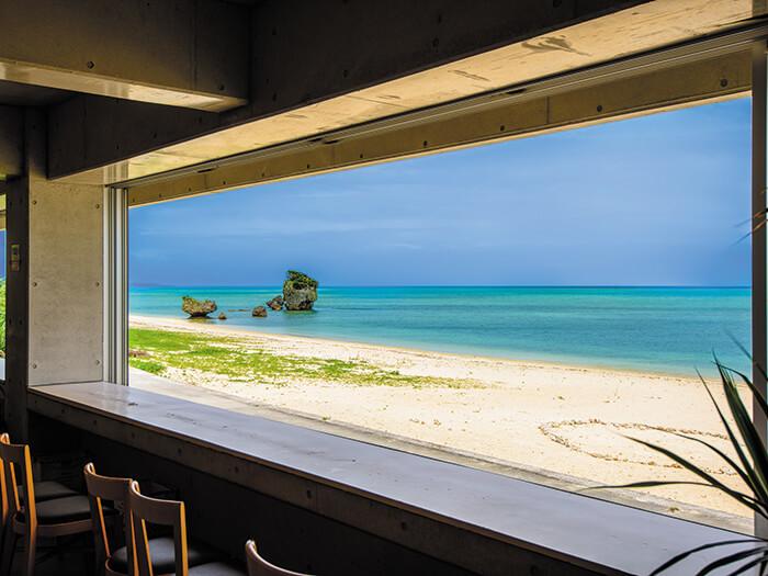 令人感動的CORAL BLUE樂曲和幸福的料理,撫慰人心的海濱絕景咖啡廳!