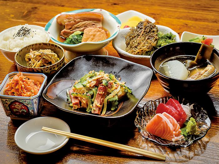 琉球亭御膳 チャンプルーやソーキ汁などの沖縄料理が一度に味わえる