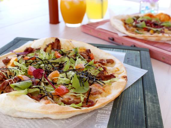 拿坡里風味比薩的餅很薄,又有豐富的蔬菜,馬上能吃完,且回味無窮!
