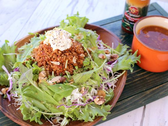 「VEGE島豆腐塔可飯」在第22回商工會特產品比賽中,榮獲縣知事獎!「VEGE島豆腐塔可飯」是健康的純素食菜餚,不論味道或份量都滿分!