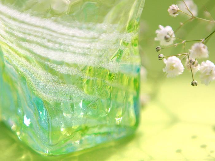 匠工房独特の模様「渦潮」がきれいなグリーンのグラス