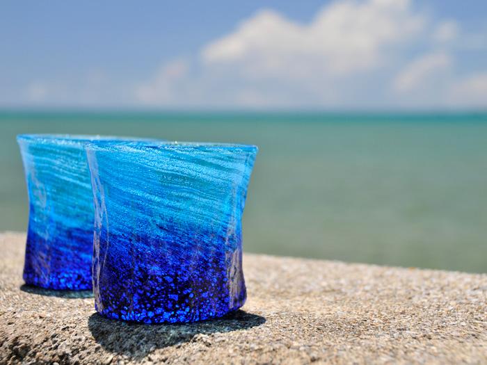 メイドイン オキナワ にこだわった琉球ガラス 海の中をイメージした海の泡グラス