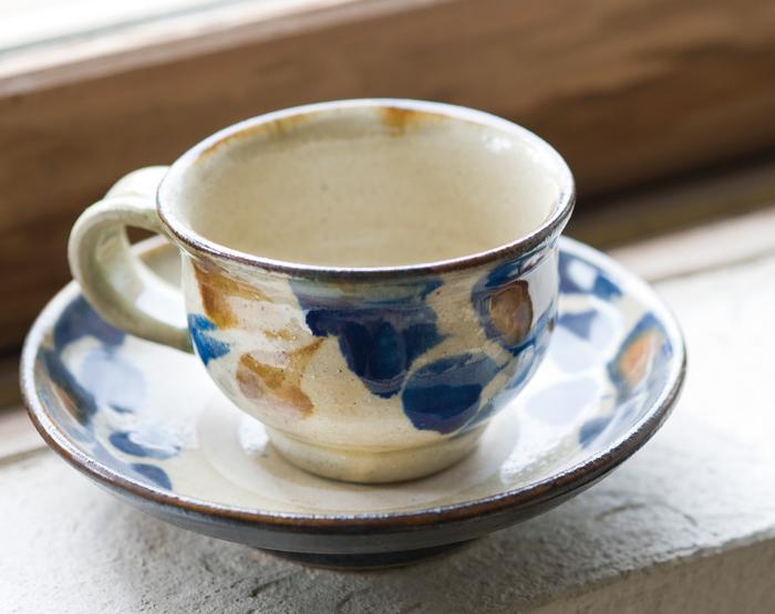 松田米司 作。落ち着く伝統柄の「珈琲カップ」