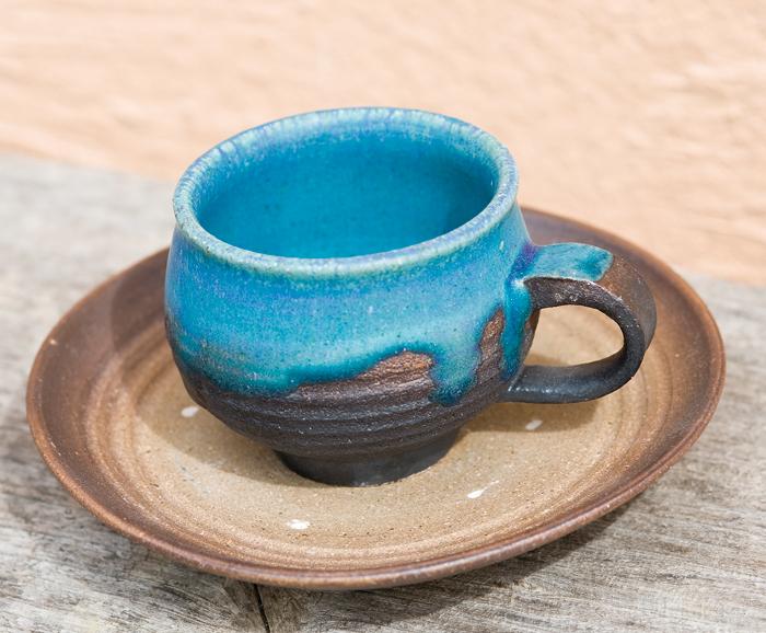 與那原正守 作。與那原さんの特長のひとつはこの青。「珈琲カップ」