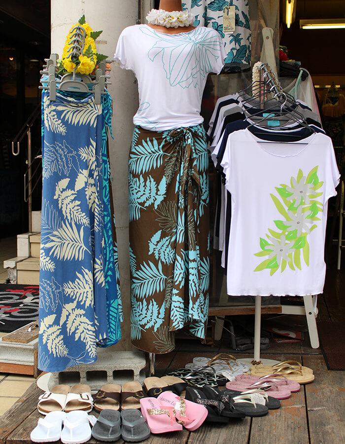 ストレッチTシャツ 2,900円(税抜)パレオスカート 3,200円(税抜)