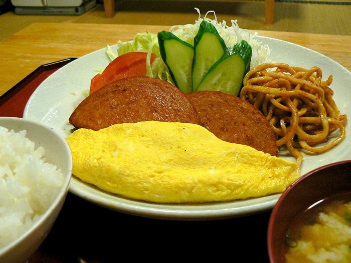 人気の「ポーク卵(プレーンオムレツ)」650円